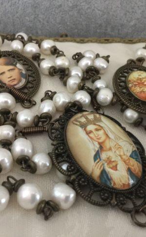 Rosario para pared hecho en perlas en honor al Inmaculado Corazon de Maria y los pastorcitos de Fatima